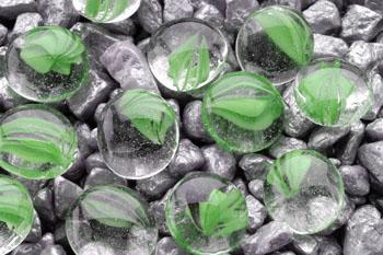 Камни декоративные зеленые с вкраплением 10 мм (сетка 90 шт) AG12